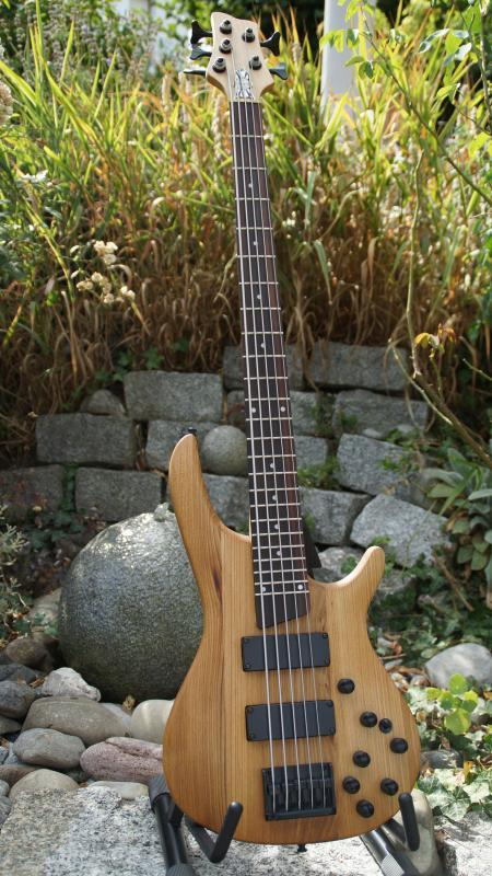 5-Saiter Bass – Uwe Beger