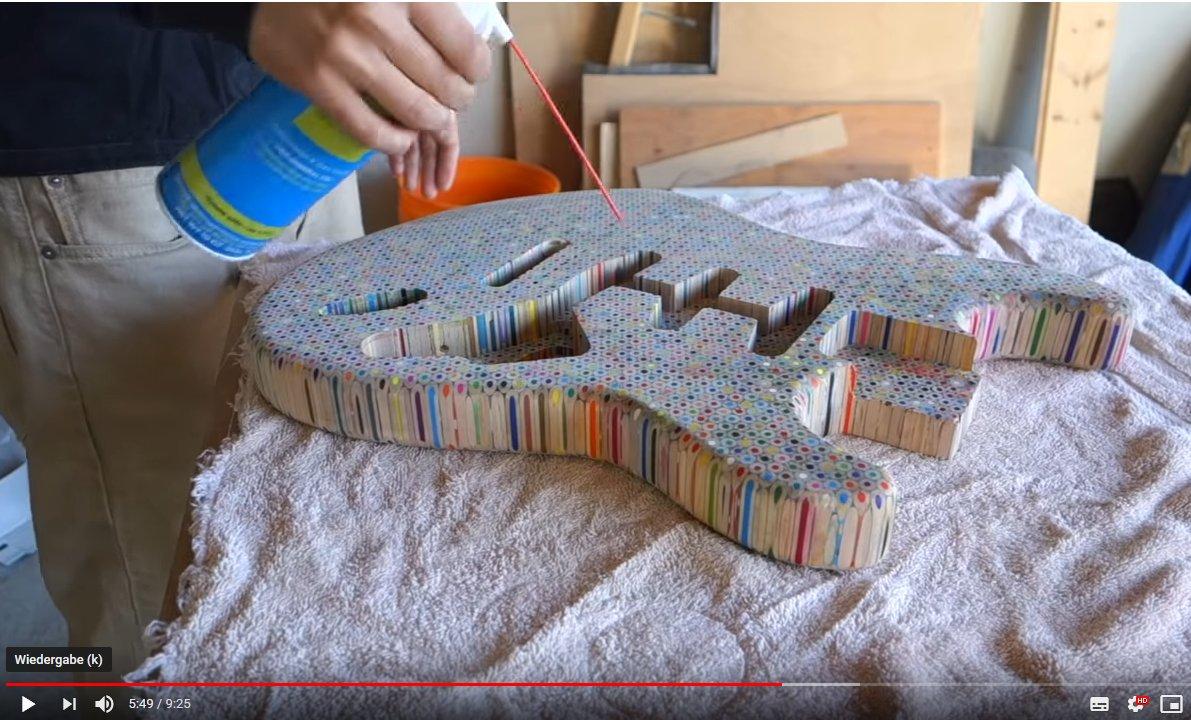 Gitarre aus 1200 Buntstiften gebaut – Video
